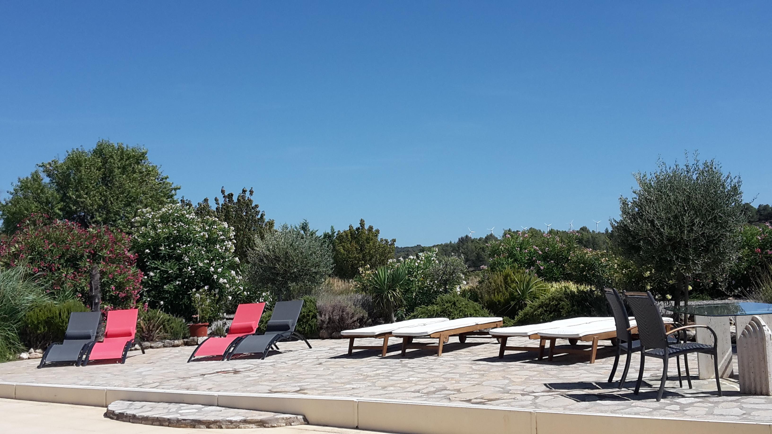 Vakantiehuis zuid frankrijk met prive zwembad - Terras teak zwembad ...