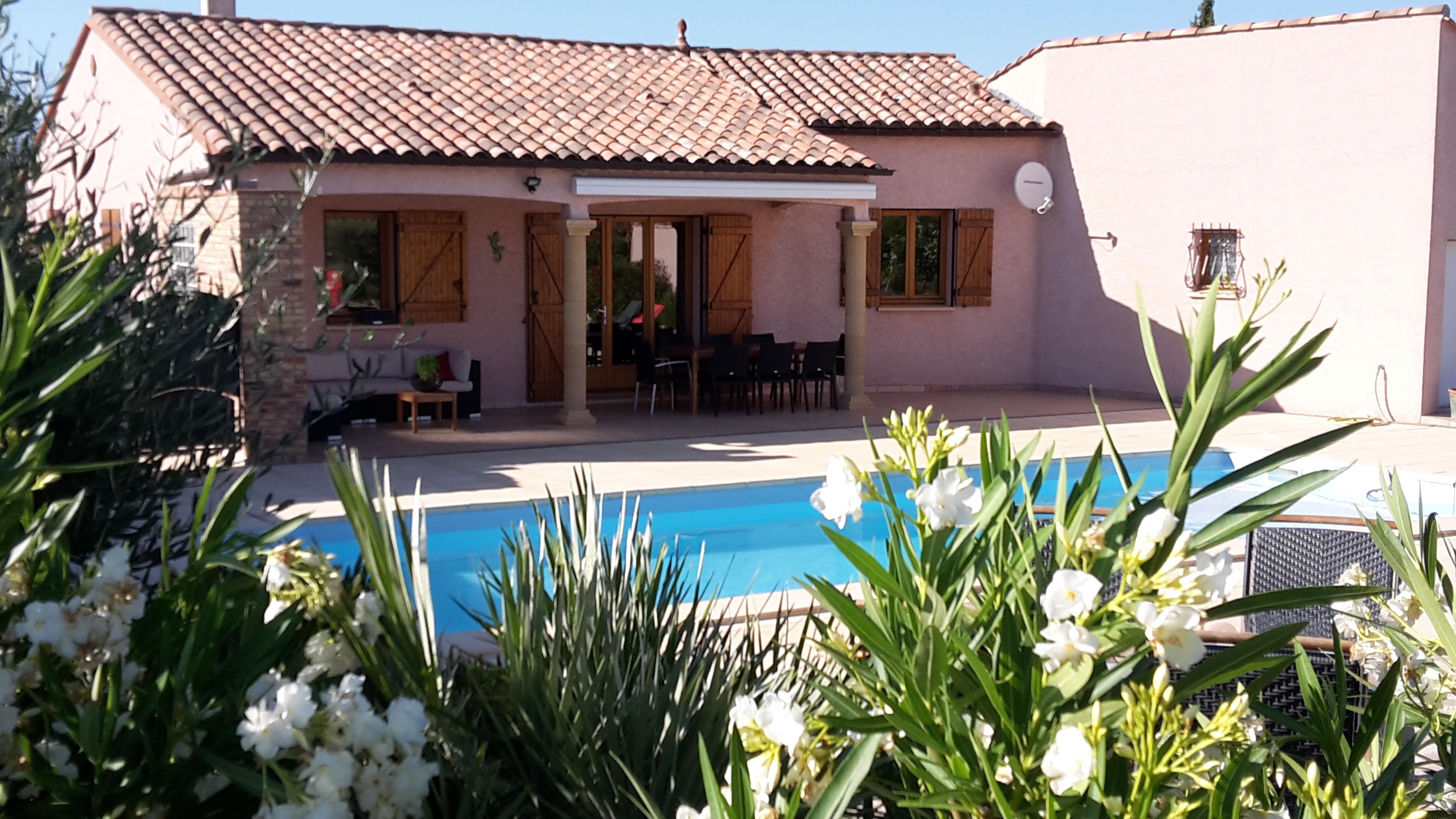 Vakantiehuis zuid Frankrijk privé verwarmd zwembad.